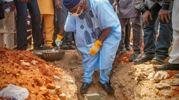 Akeredolu Executes The Foundation Stone Laying Of The New Party Secretariat