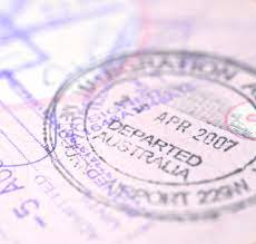 If you plan to work in Australia, you will need a valid passport and an Australian business visa, of which there are many different types. Vacation work visa Most common among young travelers and backpacks. It is a great way to explore Australia and find work along the way. To apply, you must be between 18 and 30 years old and come from one of these countries: Canada, Belgium, Denmark, Cyprus, France, Estonia, Germany, Finland, Hong Kong, Italy, Japan, Ireland, Korea, Norway, Malta, Taiwan, Sweden, UK, and the Netherlands. You can keep this visa for a maximum of 12 months, and you can keep any type of job for a maximum of 6 months. A fee of $ 230 applies. Work and Vacation Visas This is for citizens of some countries who do not have a work visa agreement with Australia. Countries like the United States, Chile, Bangladesh, and Turkey. The fee is $ 230, and you can get this visa for 12 months, but you can work for the same employer for six months. Regional Visa Program Provides incentives for international workers and helps provide regional Australia with a skilled workforce. Employer-sponsored work visas For skilled or qualified individuals who have obtained employment in Australia on a permanent or temporary basis. Skilled Immigration Program For those who are not being cared for by the employer but who meet the criteria for some of the skills required in Australia. To apply for this visa, you must be between 18 and 45 years old and have an English proficiency as well as experience and professional qualifications. Under this program, there are many options for professional or skilled immigrants. Business visits - for people who want to start or run a business in Australia. There are three subcategories for this visa: business visit, commercial development, permanent commercial development. Special Activity Visa There are 16 categories for this visa. Some include coming to Australia for medical treatment, attending a sporting or recreational event, or retiring to Aus
